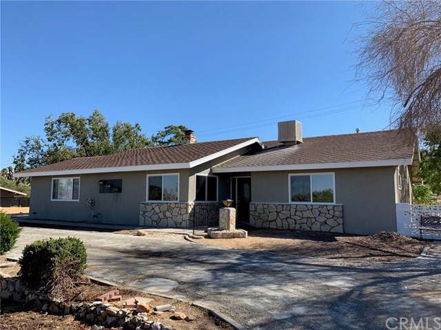 56819 El Dorado Drive, Yucca Valley, CA 92284 (#CV19246088) :: Go Gabby