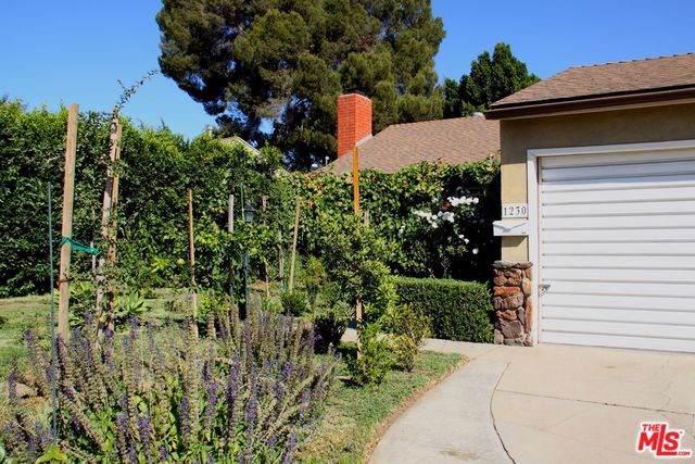 1230 N Maple Street, Burbank, CA 91505 (#19526594) :: The Danae Aballi Team