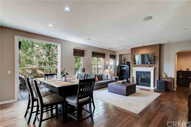 59 Chantilly #48, Irvine, CA 92620 (#NP19260725) :: Sperry Residential Group