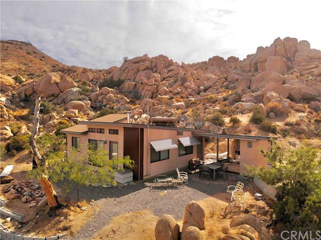 53571 Coyote Road, Pioneertown, CA 92268 (#JT19265731) :: The Marelly Group | Compass