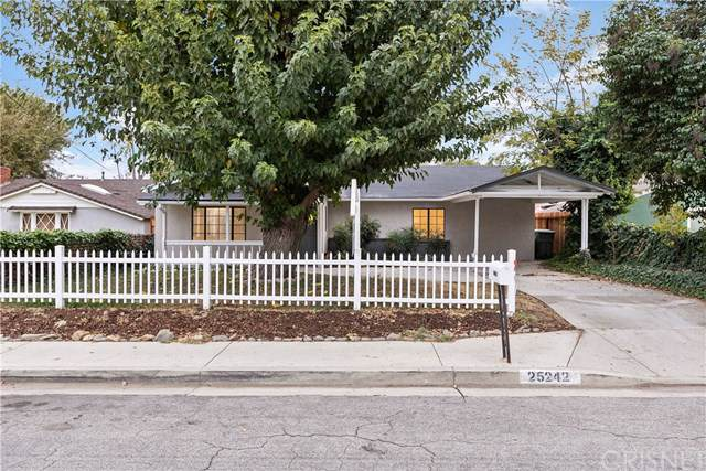 25242 De Wolfe Road, Newhall, CA 91321 (#SR19272730) :: Sperry Residential Group