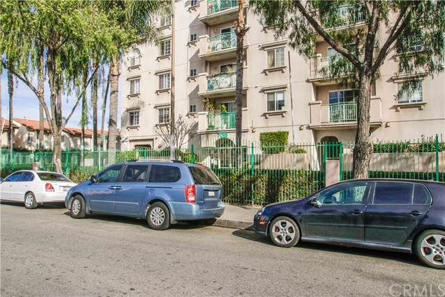 7018 Rita Avenue #405, Huntington Park, CA 90255 (#OC20020371) :: Berkshire Hathaway Home Services California Properties