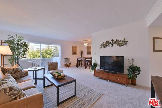 10655 Kinnard Avenue #304, Los Angeles (City), CA 90024 (#20557598) :: RE/MAX Empire Properties