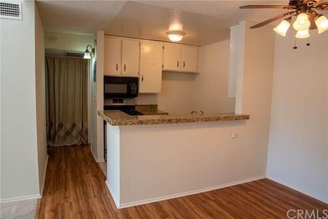 18645 Hatteras Street #208, Tarzana, CA 91356 (#DW20067391) :: Fred Sed Group