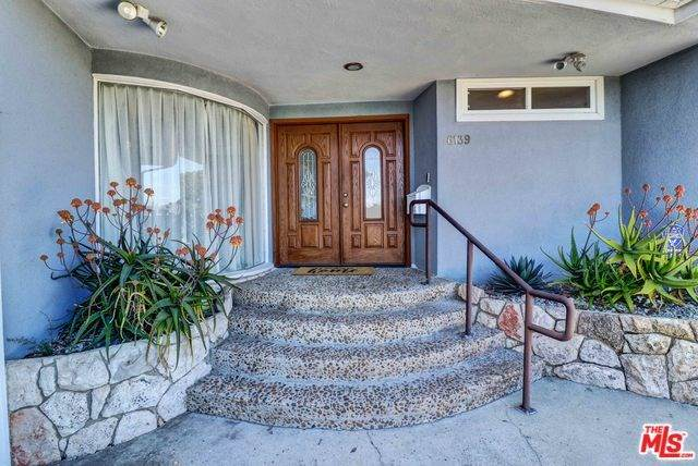 6139 Wooster Avenue, Los Angeles (City), CA 90056 (#20570828) :: RE/MAX Empire Properties