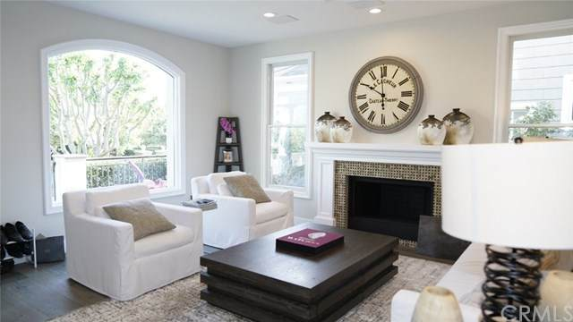 25 Long Bay Drive, Newport Beach, CA 92660 (#NP20097207) :: Sperry Residential Group