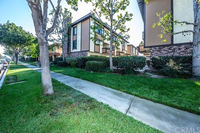 3890 Howard Avenue #5, Los Alamitos, CA 90720 (#OC20214615) :: Team Forss Realty Group