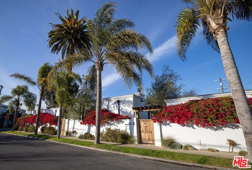 702 California Avenue - Photo 1