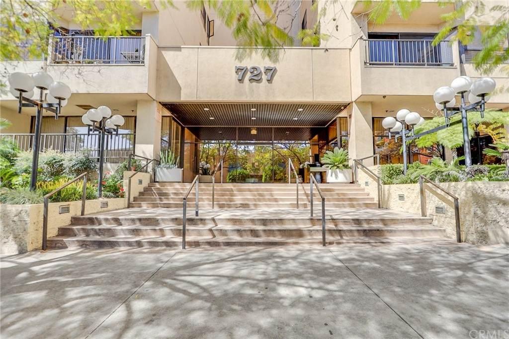 727 Ardmore Avenue - Photo 1