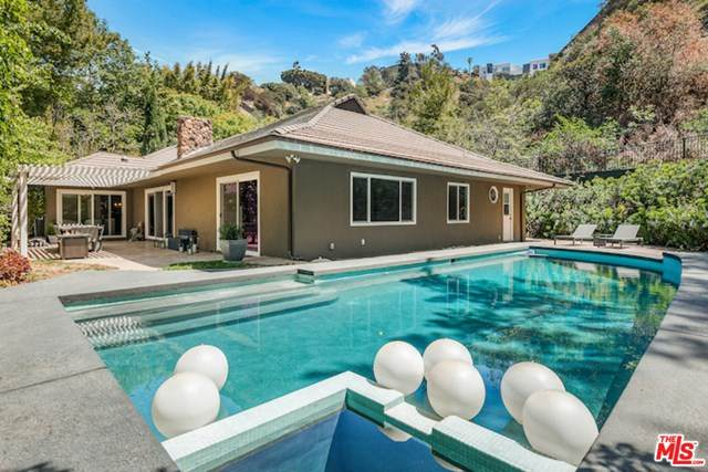 9400 Eden Drive, Beverly Hills, CA 90210 (#21720722) :: Team Forss Realty Group