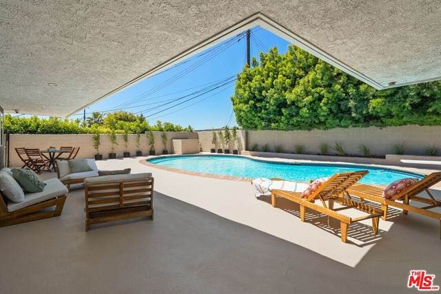 6711 S Sherbourne Drive, Los Angeles (City), CA 90056 (#21722080) :: Berkshire Hathaway HomeServices California Properties