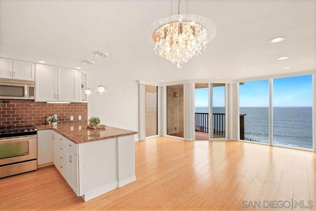190 Del Mar Shores Ter #24, Solana Beach, CA 92075 (#210011568) :: Jett Real Estate Group