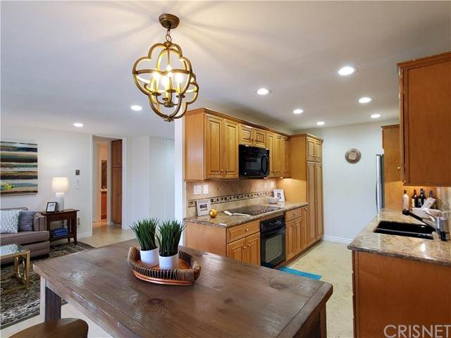 5900 Canterbury Drive A206, Culver City, CA 90230 (#SR21092462) :: Team Forss Realty Group