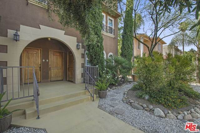 1371 S Cloverdale Avenue, Los Angeles (City), CA 90019 (#21727750) :: Team Forss Realty Group