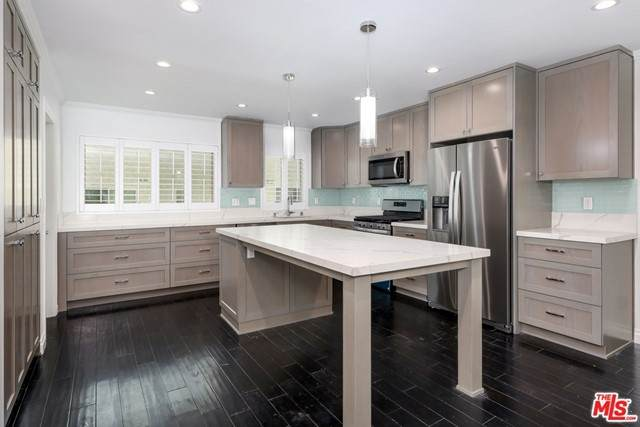 11260 Overland Avenue 4B, Culver City, CA 90230 (#21728894) :: Team Forss Realty Group