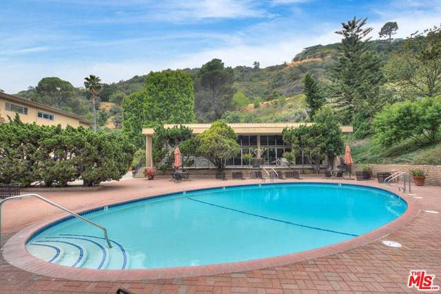6732 Hillpark Drive #208, Los Angeles (City), CA 90068 (#21728404) :: Mint Real Estate