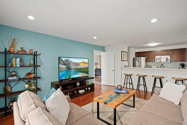 1645 Emerald St 1S, San Diego, CA 92109 (#210012758) :: Jett Real Estate Group