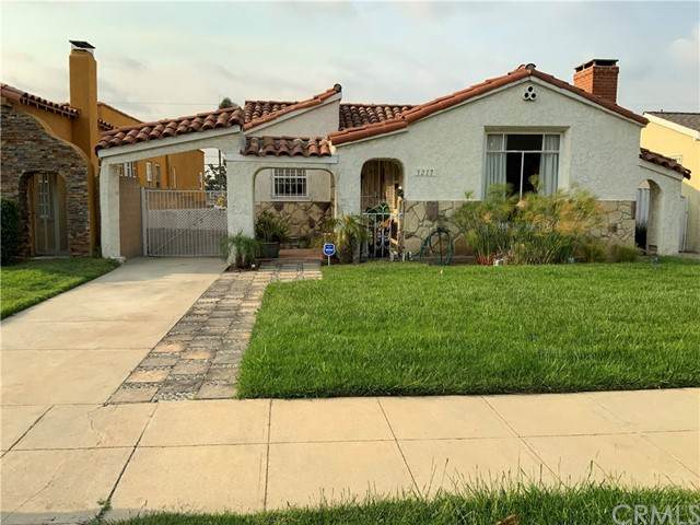 3217 W 75th Street, Los Angeles (City), CA 90043 (#RS21105165) :: Rogers Realty Group/Berkshire Hathaway HomeServices California Properties