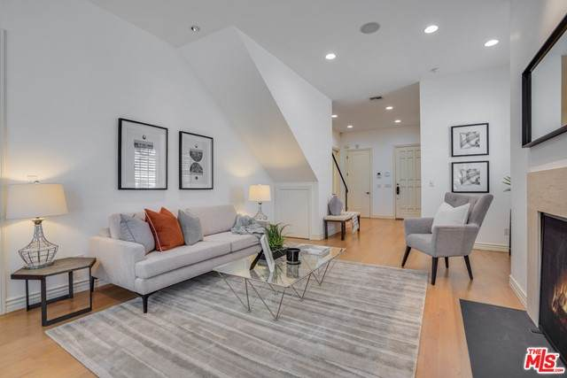 9014 Norma Place, West Hollywood, CA 90069 (#21730578) :: Powerhouse Real Estate