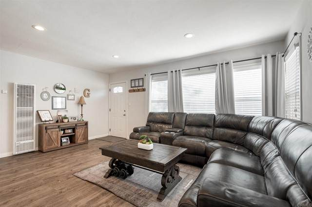 4241 70th St, La Mesa, CA 91942 (#NDP2105925) :: Berkshire Hathaway HomeServices California Properties
