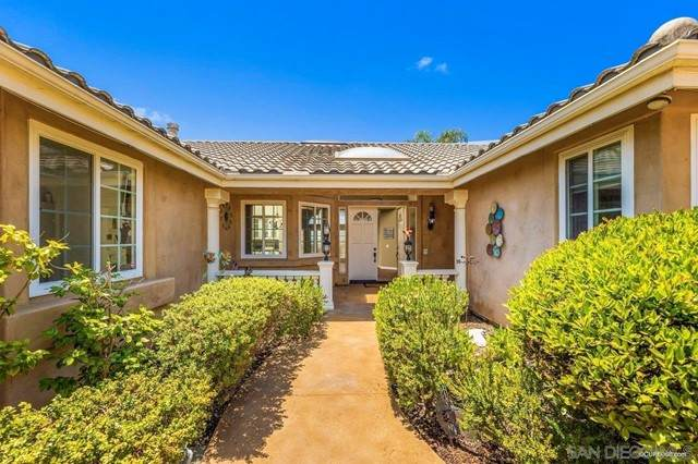 613 Marazon Ln, Vista, CA 92081 (#210015784) :: Berkshire Hathaway HomeServices California Properties