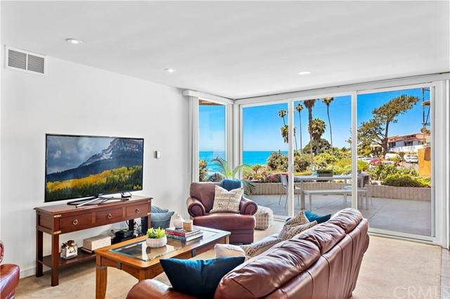 520 Cliff Drive #101, Laguna Beach, CA 92651 (#LG21126261) :: Eight Luxe Homes