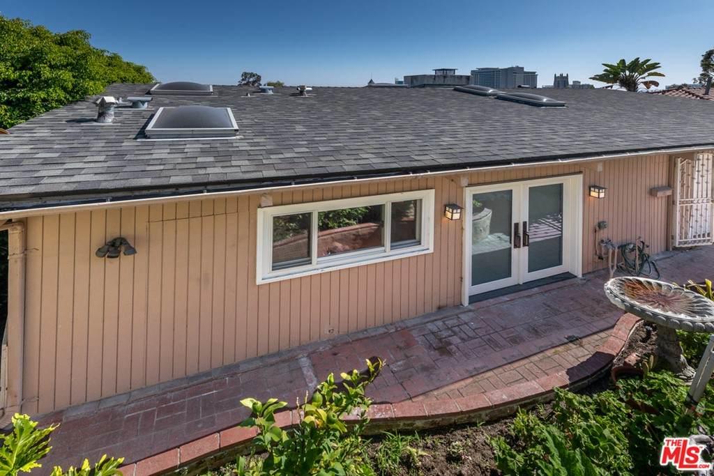 6674 Bonair Place, Los Angeles (City), CA 90068 (#21750520) :: Blake Cory Home Selling Team