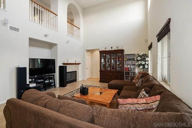 2413 Honeybell Ln, Escondido, CA 92027 (#210018327) :: Jett Real Estate Group