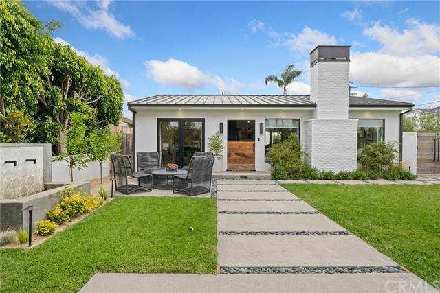 547 Santa Ana Avenue, Newport Beach, CA 92663 (#NP21144322) :: Robyn Icenhower & Associates