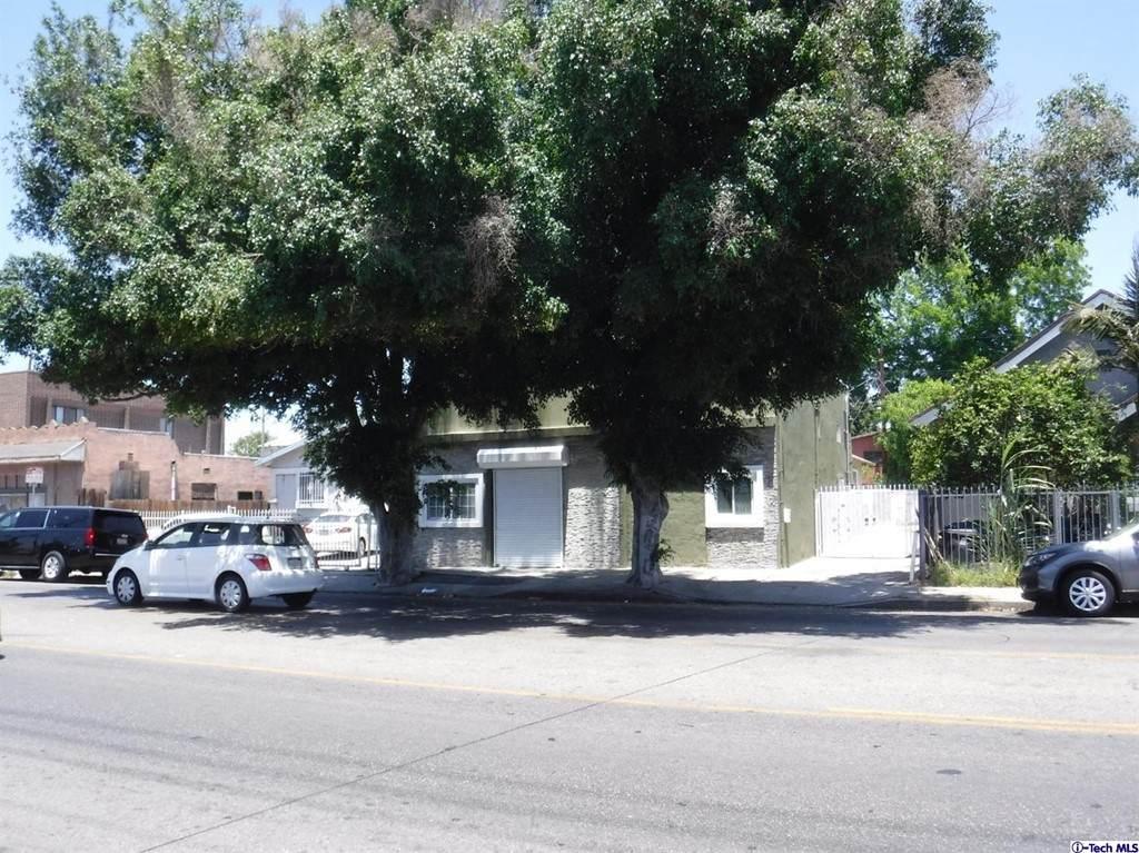 711 Vernon Avenue - Photo 1