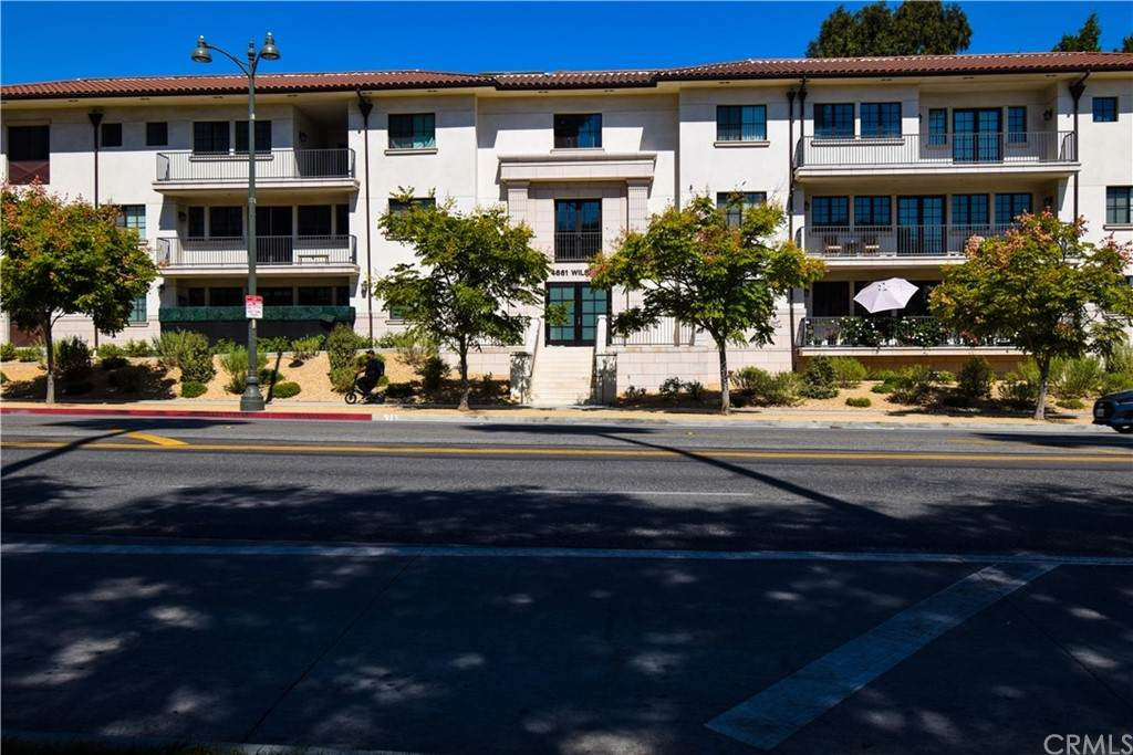 4661 Wilshire Boulevard - Photo 1