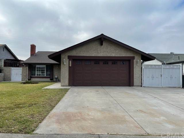 2555 Poplar Street, San Bernardino, CA 92410 (#EV21233605) :: Compass
