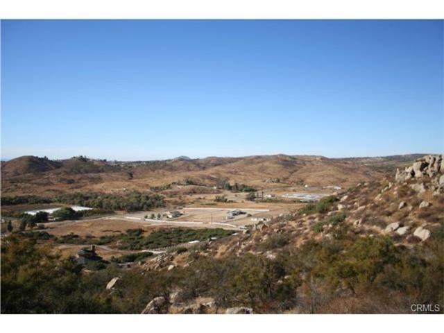 43455 Ginter Road, Hemet, CA 92544 (#IV17036789) :: Kristi Roberts Group, Inc.