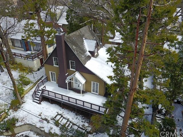 351 Highland Drive, Lake Arrowhead, CA 92352 (#EV18031892) :: Angelique Koster