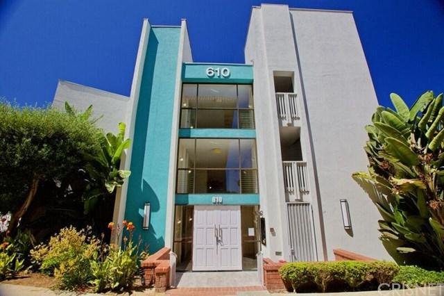 610 The Village #205, Redondo Beach, CA 90277 (#SR18190563) :: Z Team OC Real Estate