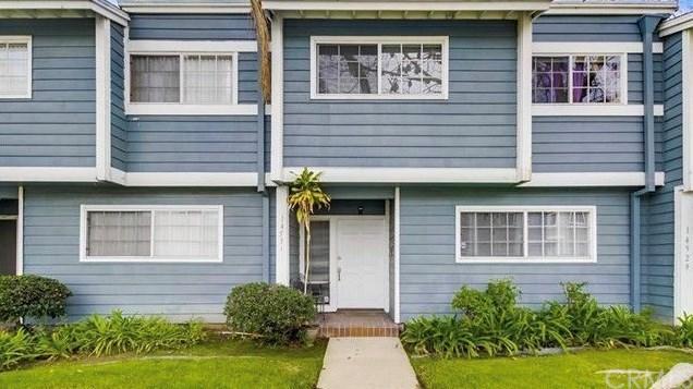 14529 Larch Avenue, Lawndale, CA 90260 (#DW18268438) :: Go Gabby