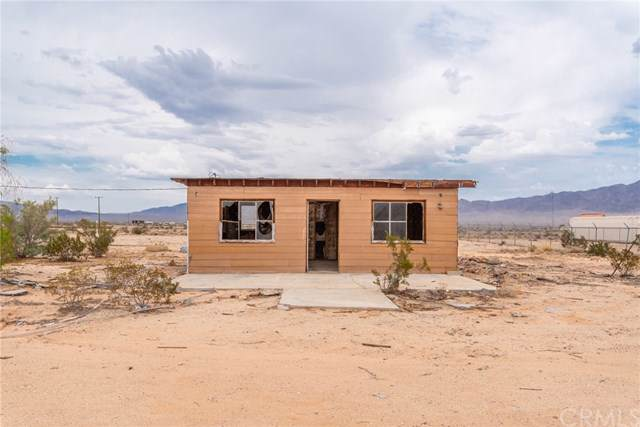 81850 Valle Vista Road, 29 Palms, CA 92277 (#JT19179854) :: Rogers Realty Group/Berkshire Hathaway HomeServices California Properties