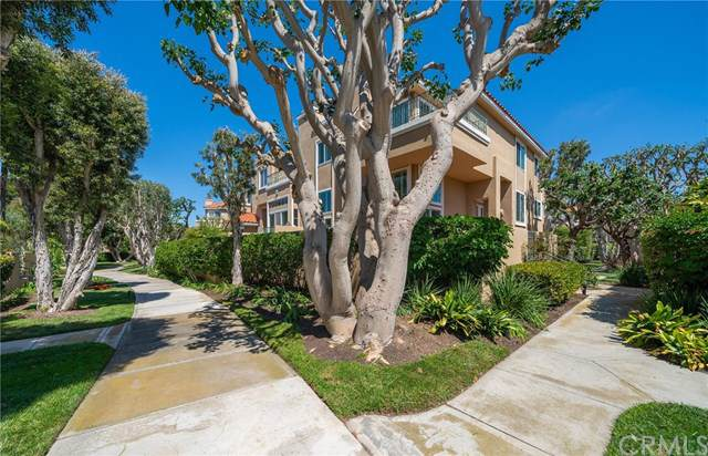19401 Castlewood Circle, Huntington Beach, CA 92648 (#OC19188651) :: Z Team OC Real Estate