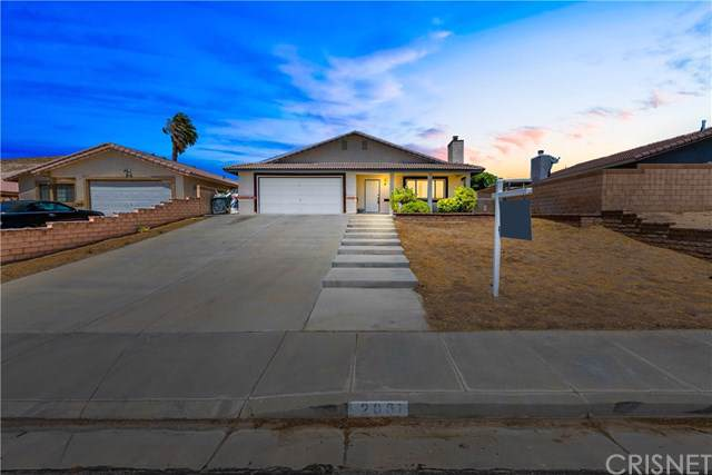 2061 Hillcrest Avenue, Rosamond, CA 93560 (#SR19193787) :: The Laffins Real Estate Team