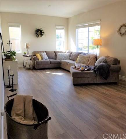 31813 Paseo Lirio, Murrieta, CA 92563 (#SW19221825) :: Allison James Estates and Homes