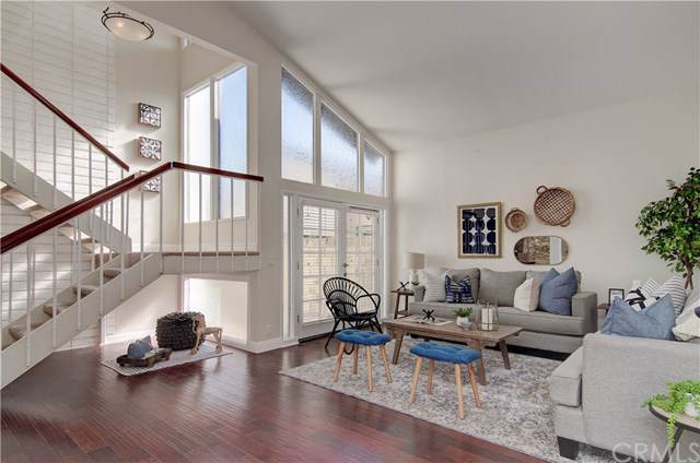 118 The Masters Circle, Costa Mesa, CA 92627 (#OC19232327) :: Sperry Residential Group
