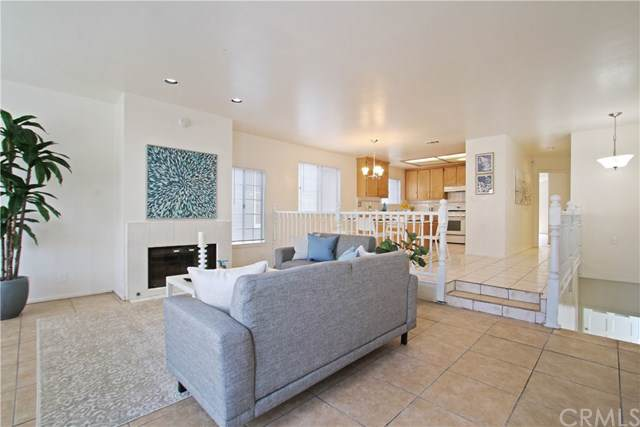 2909 S Pacific Avenue, San Pedro, CA 90731 (#PW19238895) :: Sperry Residential Group