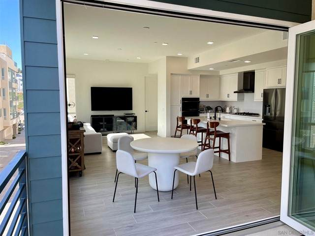 2420 Community Lane #39, San Diego, CA 92108 (#210010365) :: Mainstreet Realtors®