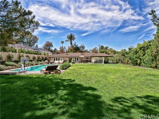 8 Hidden Valley Road, Rolling Hills Estates, CA 90274 (#PV21094348) :: Go Gabby