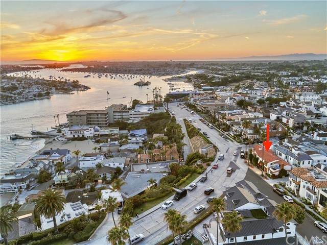 2700 Ocean Boulevard, Corona Del Mar, CA 92625 (#OC21113435) :: Pam Spadafore & Associates