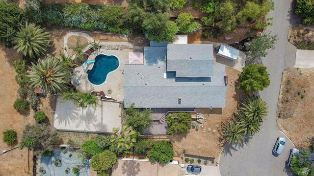 919 Ranrido Drive, Escondido, CA 92025 (#NDP2106882) :: Blake Cory Home Selling Team