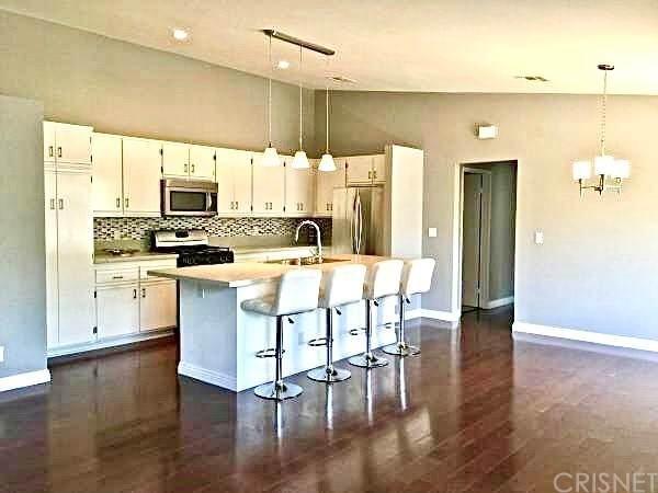 11300 Foothill Boulevard #63, Lakeview Terrace, CA 91342 (#SR21196520) :: Corcoran Global Living