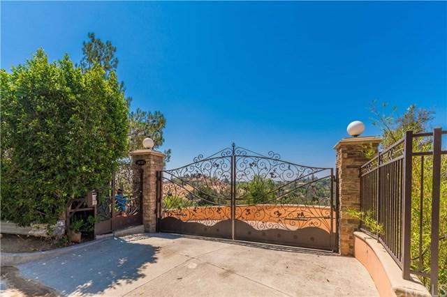 10525 Mary Bell Avenue, Shadow Hills, CA 91040 (#WS17232359) :: The Brad Korb Real Estate Group