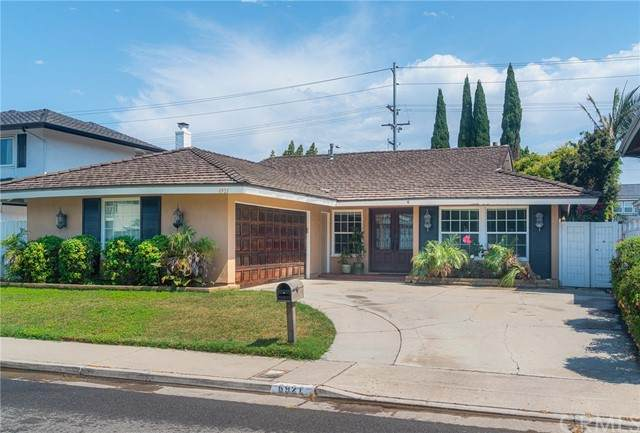 6921 Los Amigos Circle, Huntington Beach, CA 92647 (MLS #OC21124674) :: Desert Area Homes For Sale