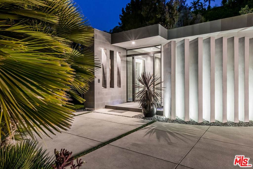 1049 Loma Vista Drive - Photo 1